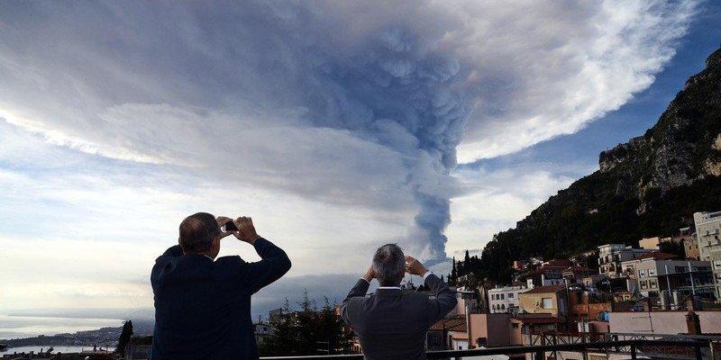 Sycylijska Etna daje o sobie znać