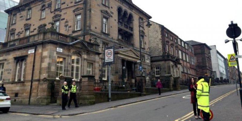 Mężczyzna z maczetą w Glasgow