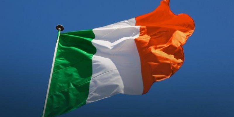Dwa razy więcej Brytyjczyków chce irlandzkiego paszportu