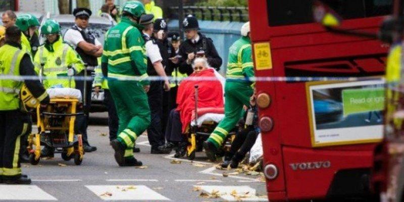 14 ofiar wypadku w Londynie, kobieta przygnieciona autobusem