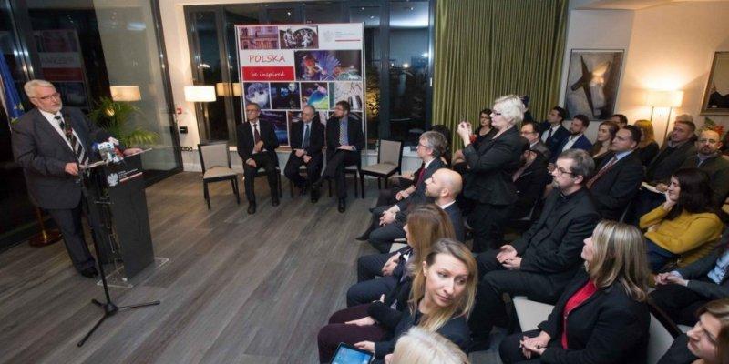 Waszczykowski: będę zabiegał o wprowadzenie języka polskiego do szkół