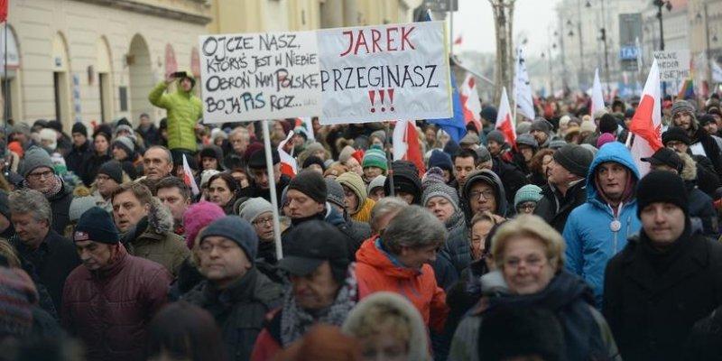 Ogólnopolskie manifestacje w Polsce przeciwko PiS