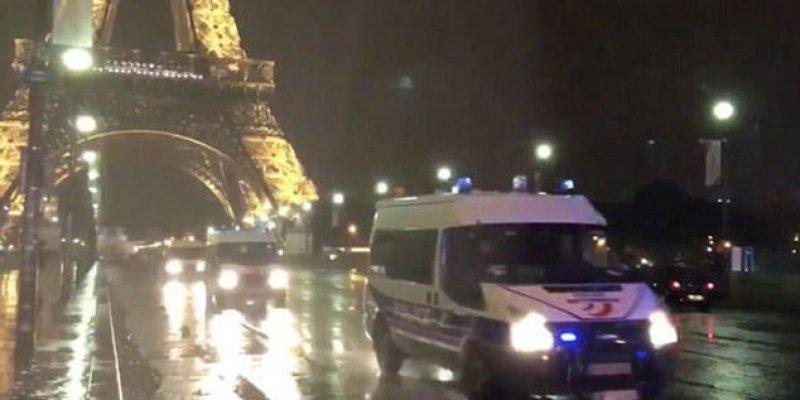 Alarm w Paryżu, turyści uwięzieni na wieży Eiffla