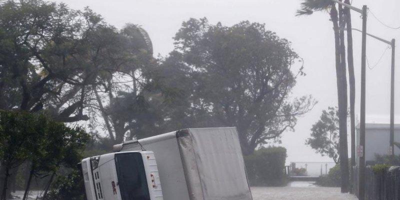 Irma słabnie po uderzeniu we Florydę