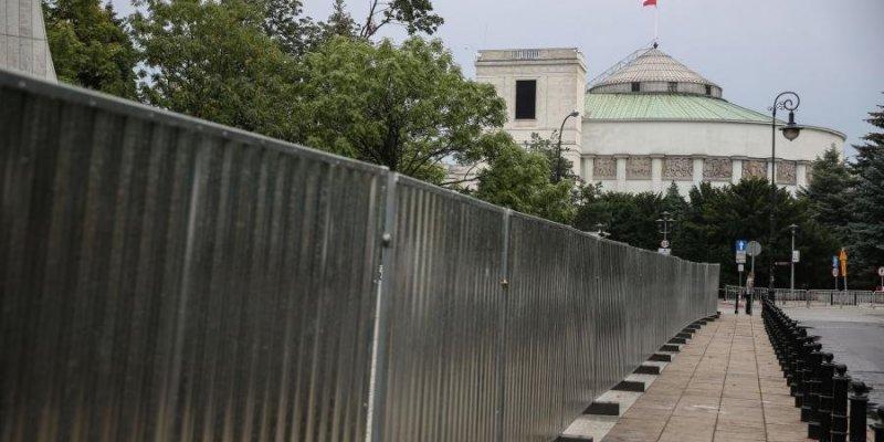 PiS zwiększa przewagę - ajnowszy sondaż polskich partii politycznych