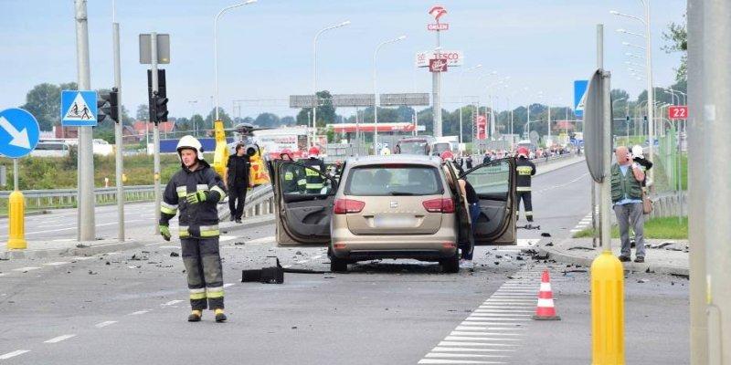 Wypadek w Malborku, z auta wypadł silnik