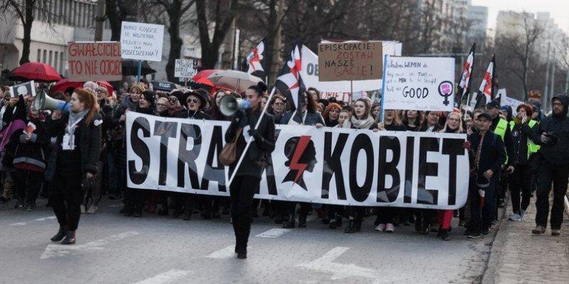 W całej Polsce trwa protest kobiet