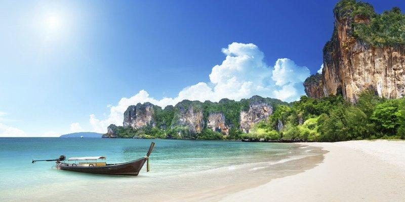 Rok więzienia za palenie na plażach w Tajlandii