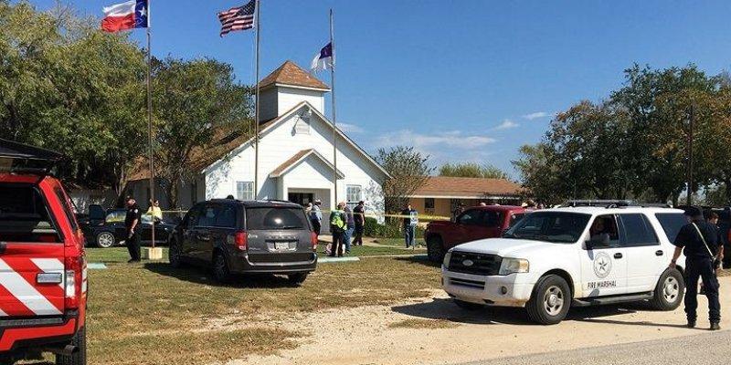 Szaleniec zabił 26 osób w Teksasie