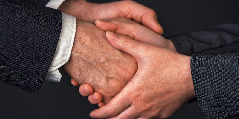 Irlandzka diecezja zakazała podawać rąk