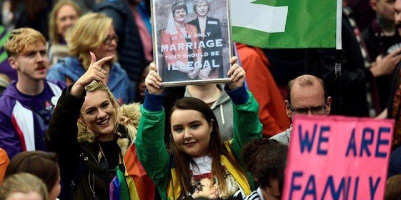 Katolicka poradnia małżeńska w Irlandii ma otworzyć się na gejów