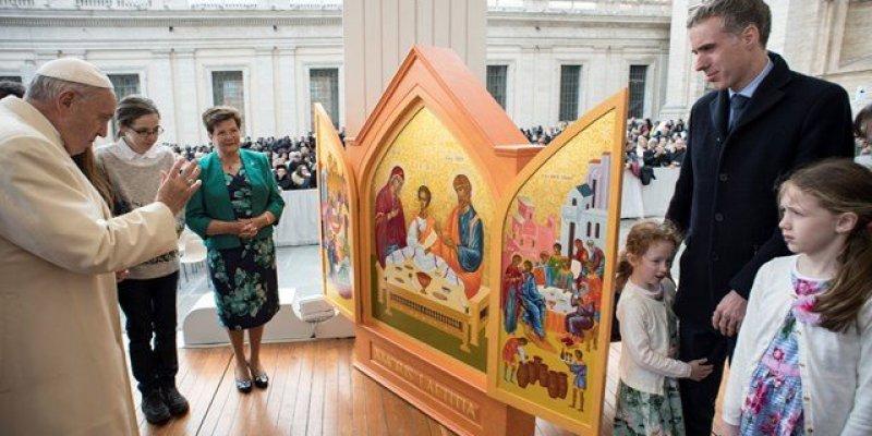 Papież przyjedzie do Irlandii na Światowe Dni Rodzin
