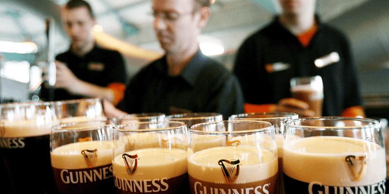 Irlandia zarobiła na otwarciu pubów w Wielki Piątek