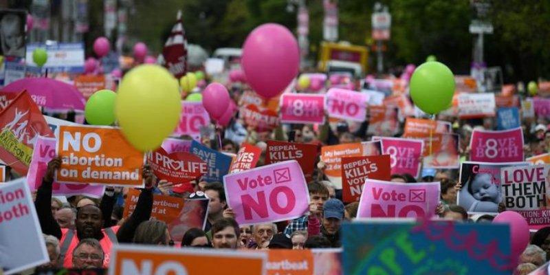 Protesty w Dublinie przed referendum w sprawie aborcji