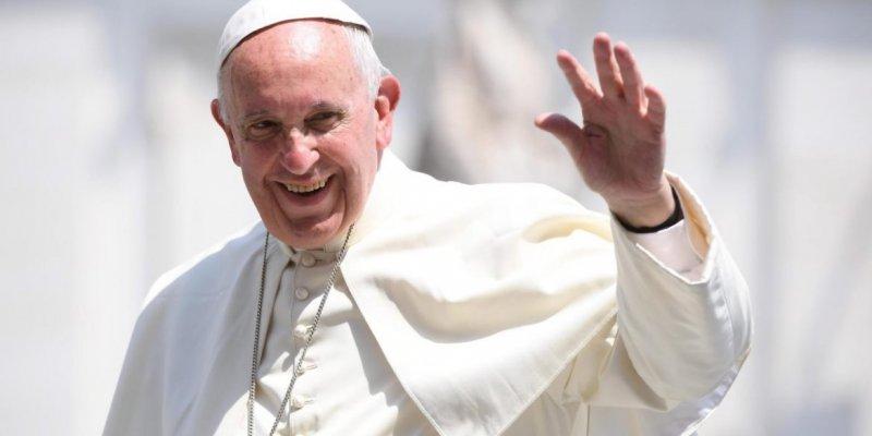 Papież Franciszek przybywa w sobotę, będą protesty