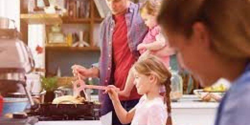 Dodatkowe dwa tygodnie urlopu dla rodziców