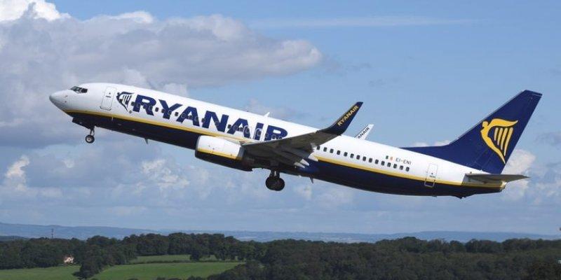 Pijak wyprowadzony z samolotu z Dublina