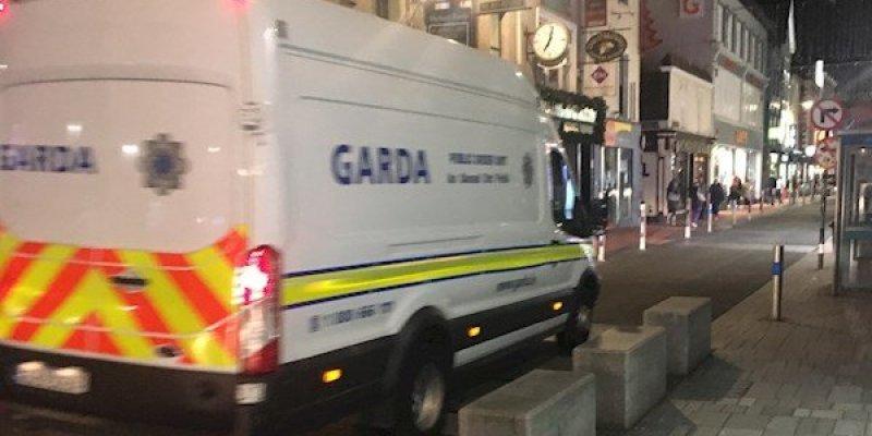 Zaproszenie przez internet do obrabowania sklepu w centrum Cork