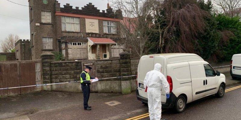 Okaleczone ciało znalezione w opuszczonym domu w Cork