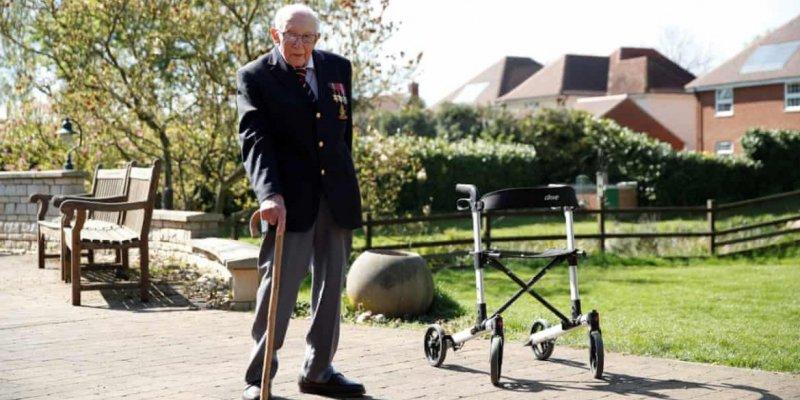 99-letni Kapitan Tom zebrał 12 mln funtów dla służby zdrowia