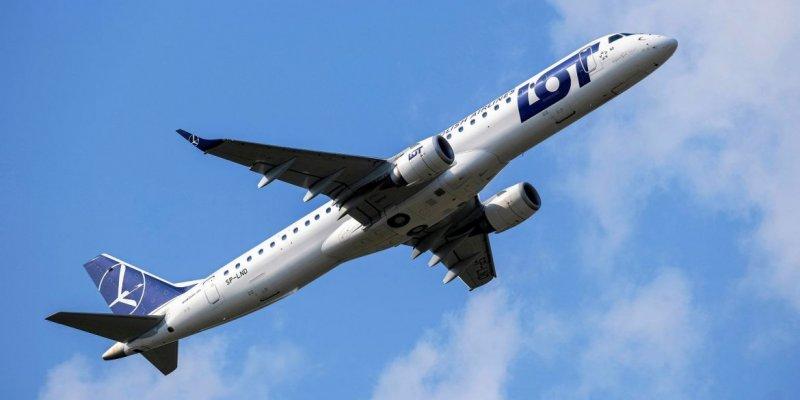 Polski rząd wydłużył zakaz lotów na Wyspy i do Irlandii Północnej