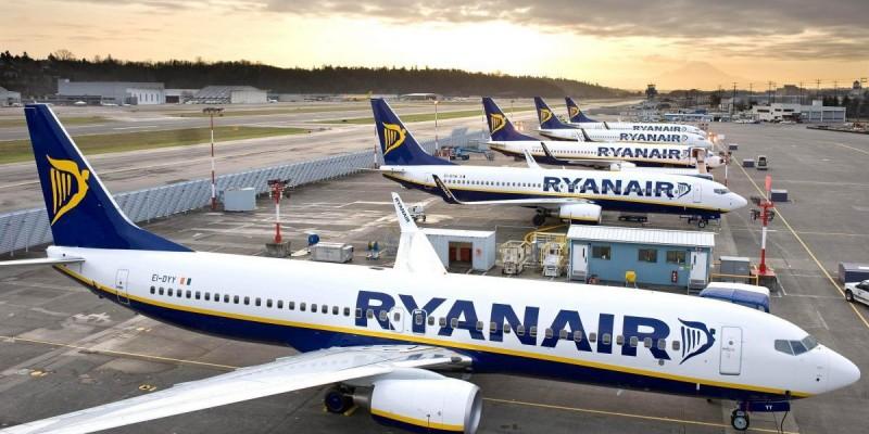 Ponad 30 lotów Rynair zlikwiduje na trasach z Polską