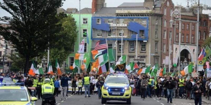 Protest antymaseczkowy w Dublinie