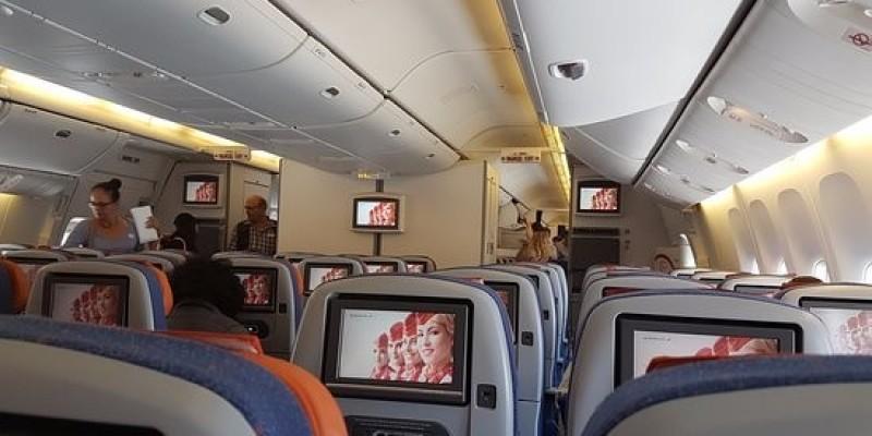65 tys. euro odszkodowania za poparzenie herbatą podczas lotu