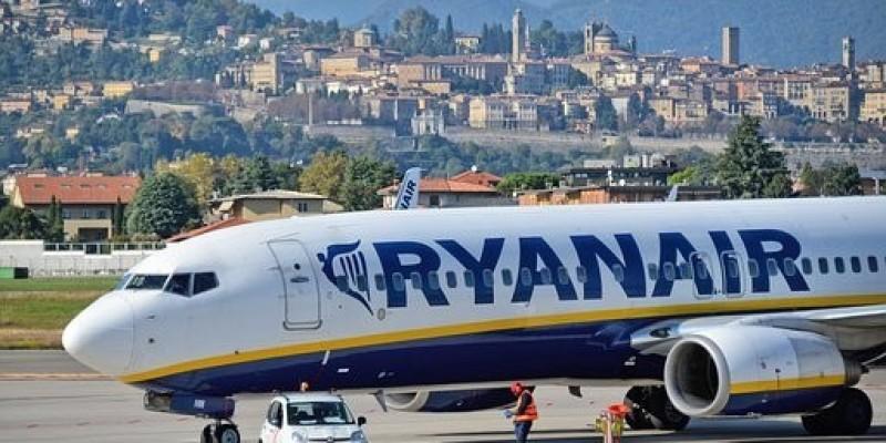 Samolot Ryanair z Dublina do Krakowa awaryjnie lądował w Berlinie - fałszywy alarm bombowy