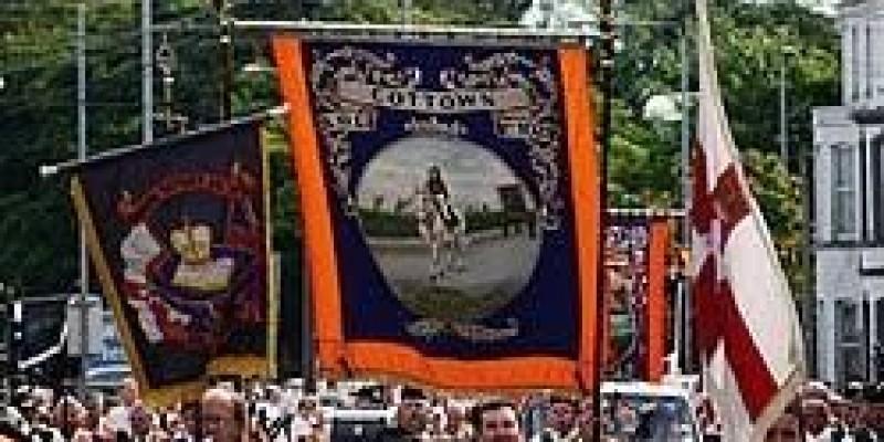 Marsze oranżystów w Irlandii Płn. mniejsze i bardziej lokalne niż zwykle