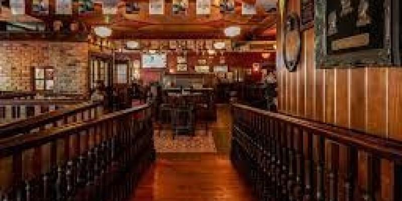 Puby i restauracje chcą zniesienia przymusowej godziny zamknięcia już w przyszłym miesiącu