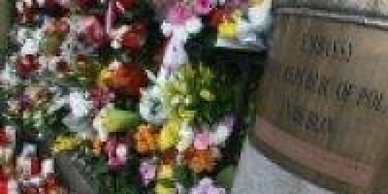 Księga kondolencyjna w Ambasadzie RP