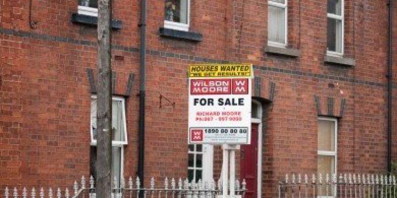 Domy w Dublinie o połowę tańsze.
