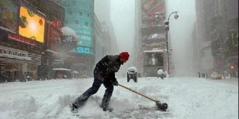 Potężne śnieżyce nękają USA - odwołano 600 lotów