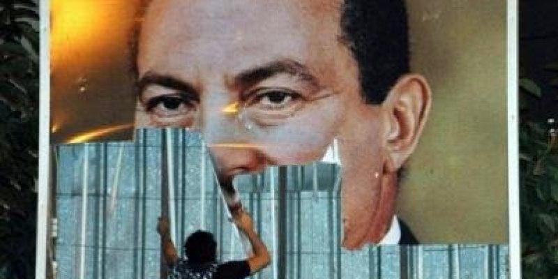 Prezydent Egiptu Odda władzę.