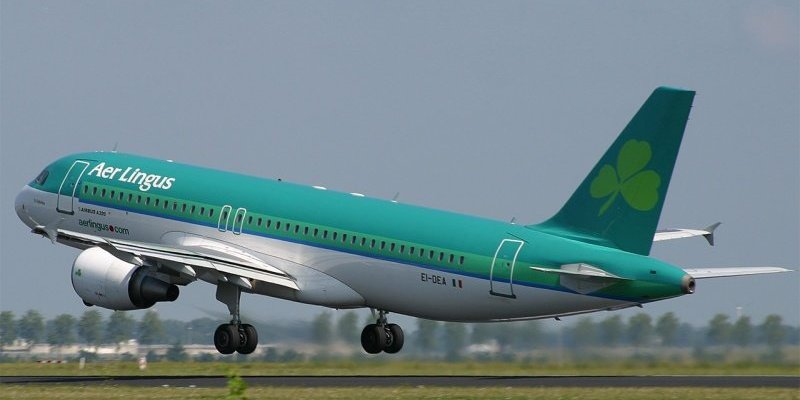Irlandczycy wyjeżdżają z Irlandii.